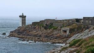 Der Leuchtturm, das Fort und jüngere Bunkeranlagen
