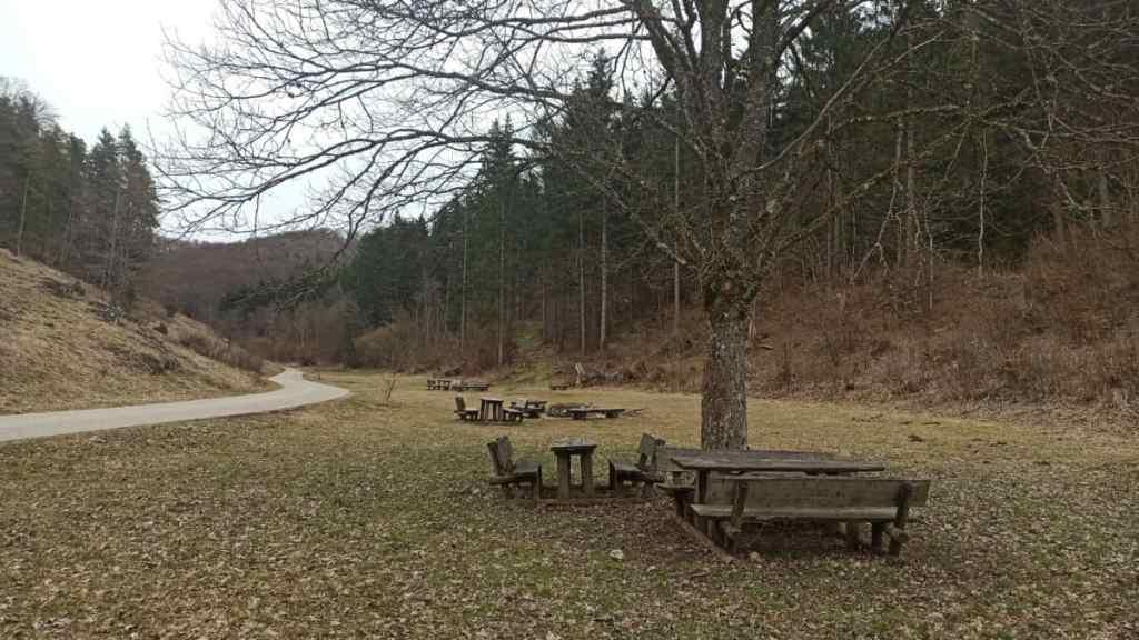 Ruheplatz für Wanderer und Wohnmobilisten