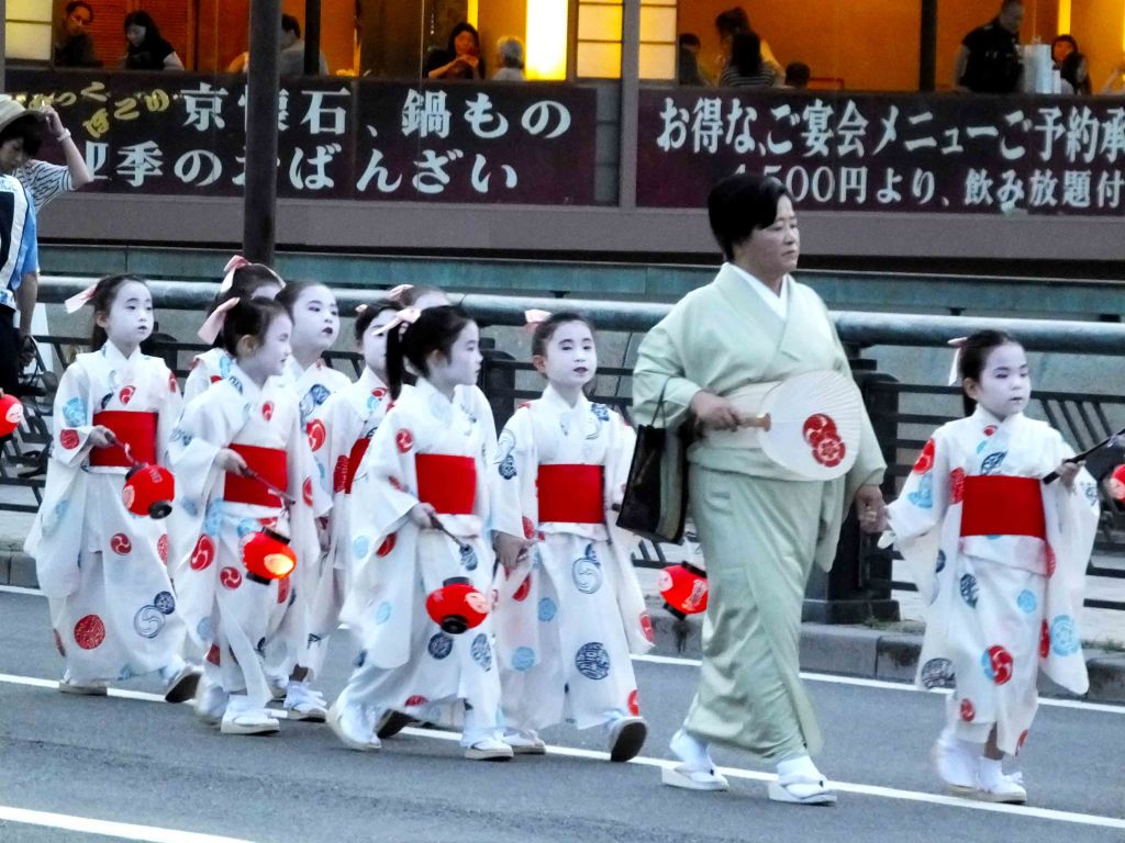 Omukae-chochin parade on Shijo Ohashi Bridge