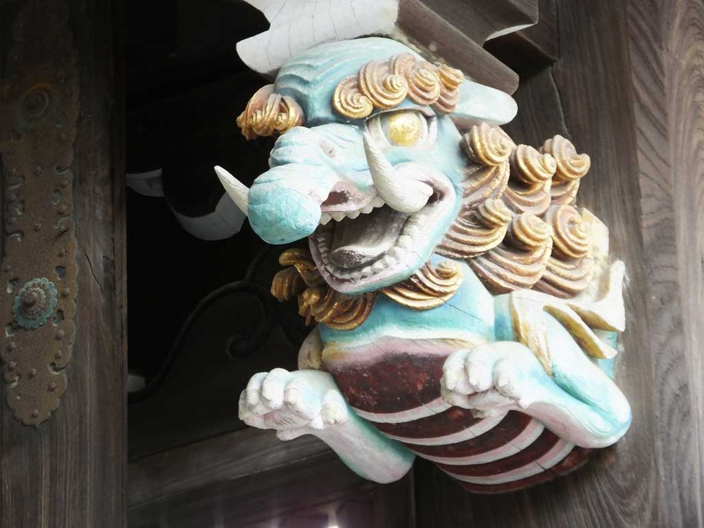 the sculptures and carvings of Sanko-mon Gate2
