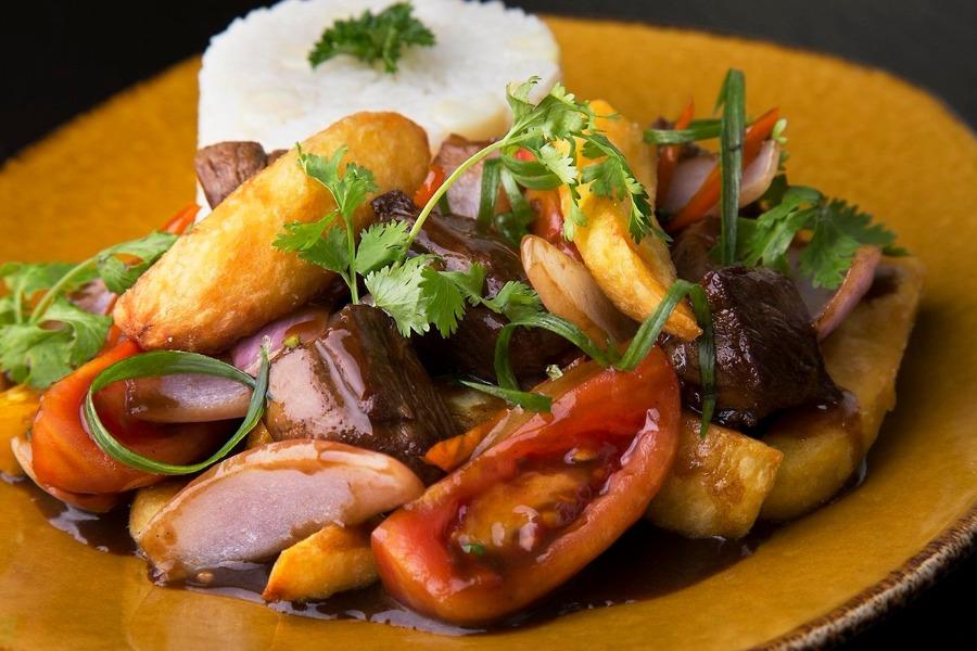 Receta de lomo saltado de Gastón Acurio. el chef más famoso de Perú