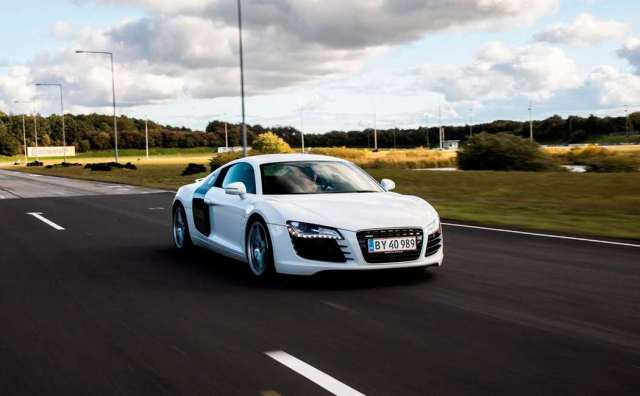 Testkør en Audi R8 på bane Image