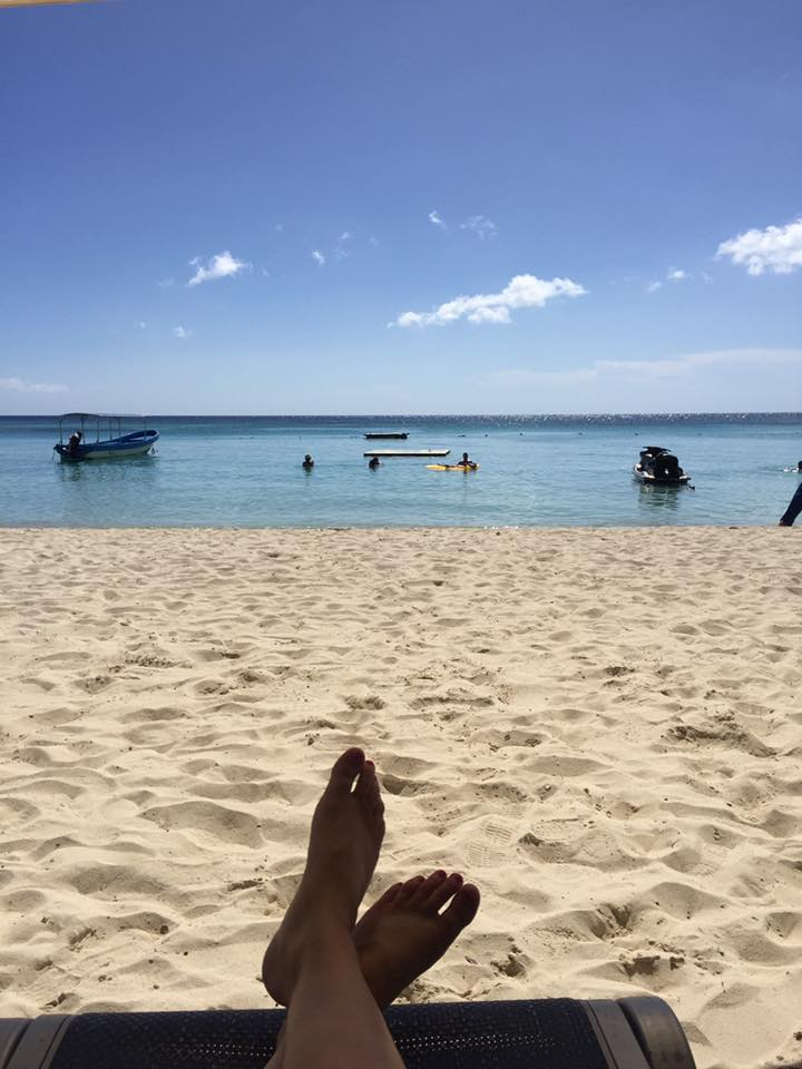 things to do in Roatan day drinking