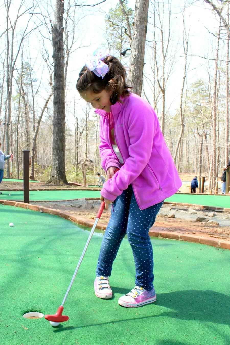 girl playing mini-golf at Shenandoah Crossing