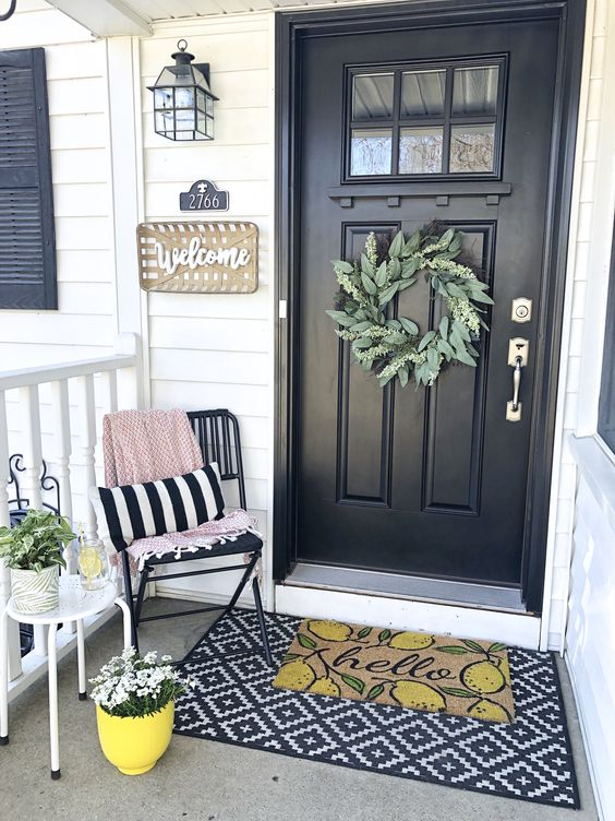 Small porch decorating ideas: black and white.