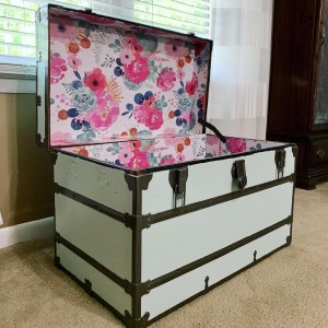The completely refurbished vintage trunk!