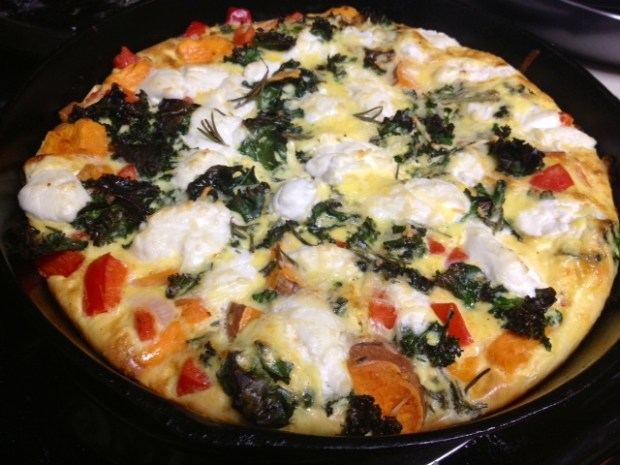 Sweet Potato, Pepper, & Kale Frittata with Goat Cheese | An easy dinner or breakfast recipe that is delicious and makes amazing leftovers as well. #breakfast #brunch #eggcasserole