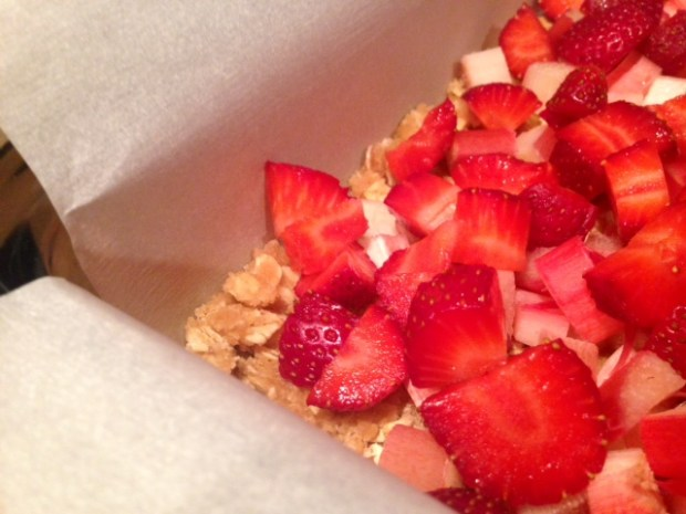 strawberry rhubarb crumb bars strawberries topping
