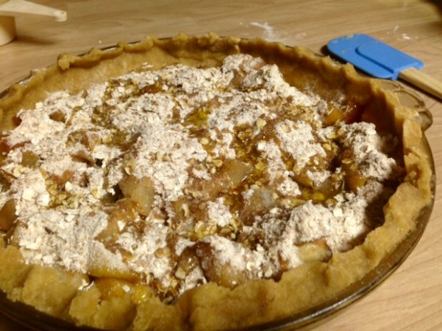 pear-apple pie with streusel topping