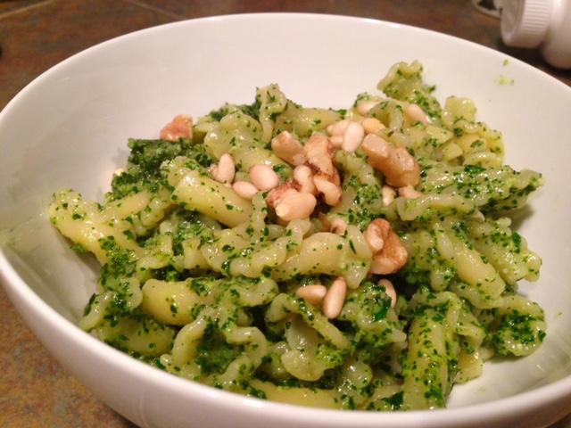 Delicious & easy kale & walnut pesto pasta