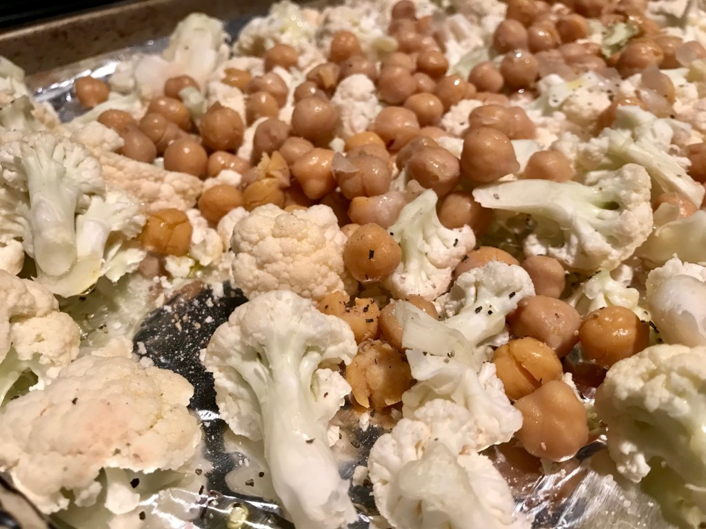 Korean BBQ Cauliflower & Chickpeas | easy, delicious meatless recipe, healthy and naturally gluten-free, vegan dinner recipes, vegetarian dinner recipes #healthy #vegan #meatlessmonday