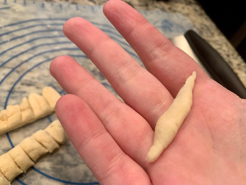 How to make traditional trofie pasta with pesto - Ligurian trofie pasta by hand