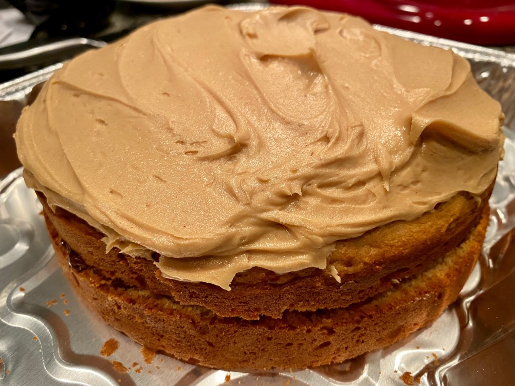 Peanut Butter Cake with Chocolate Ganache & Peanut Butter Frosting | This delicious peanut butter chocolate cake is perfect for any occasion. Fluffy peanut butter cake recipe with a salted dark chocolate ganache filling, and then slathered with super peanut butter-y frosting! Maybe the best cake ever! #peanutbutter #cake #ganache