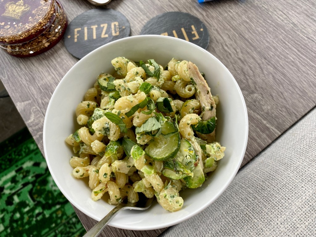 Pesto Goat Cheese Pasta with Zucchini | This is a perfect summer pasta, full of summer's fresh produce, with fresh basil and zucchini in a tangy light sauce. Ready in less than 30 minutes, a super easy vegetarian dinner recipe, perfect for meatless Monday | finding time for cooking
