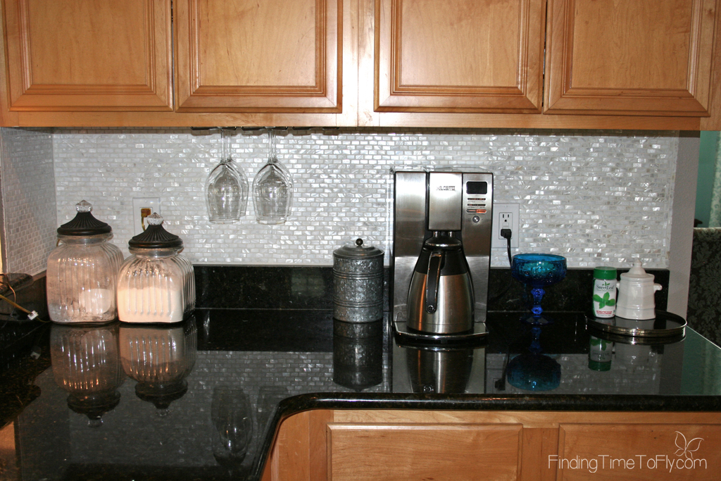 Great shortcuts and tips for easily installing a kitchen backsplash!