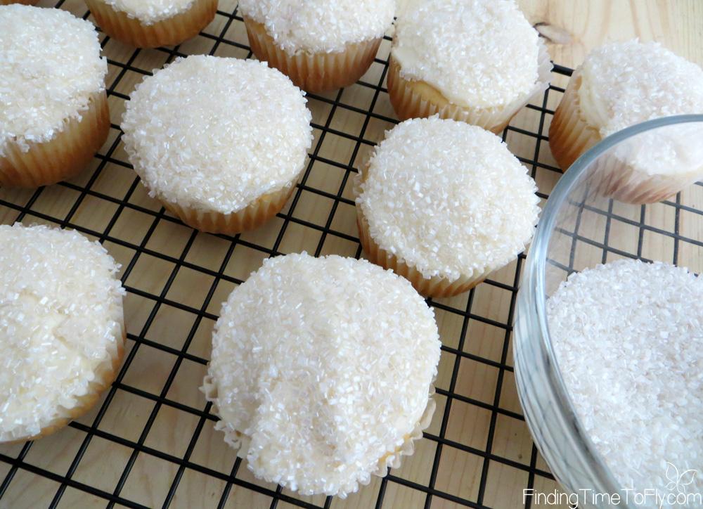 sparkling-snowman-cupcakes-5