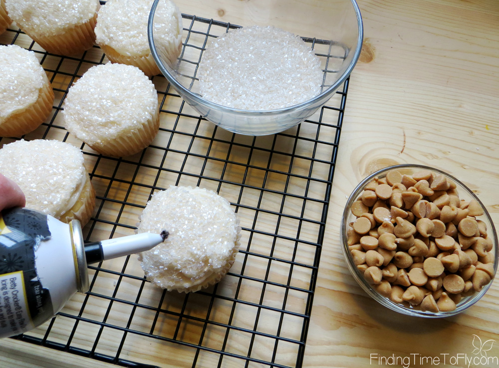 sparkling-snowman-cupcakes-6