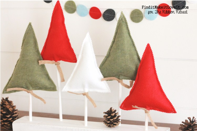 Cute and easy felt Christmas trees with an easy felt banner