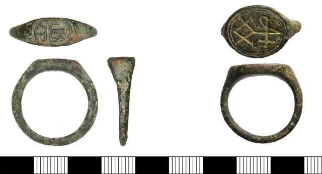 Late medieval or early post-medieval signet rings SOM-0169B4 and NMS-F36D46