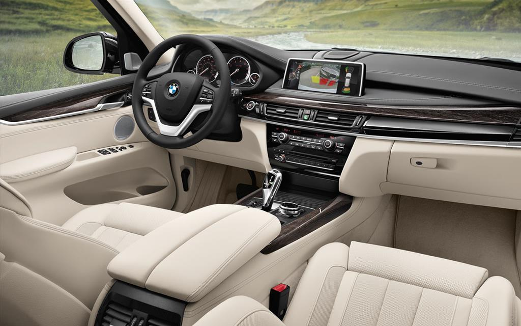Audi Q8 vs BMW X5 2019 - Interior
