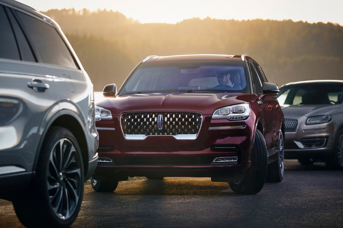 2021 Lincoln Aviator Red Color Hybrid