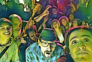 Foto grupal con el público detrás