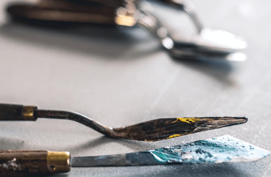 How to Clean Up After Oil Painting Without Solvent