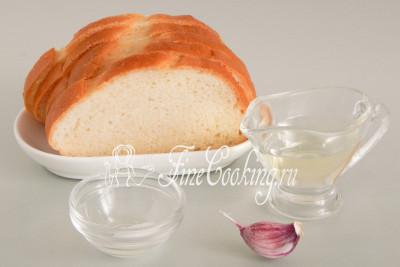 Пока настаивается гороховый суп с копченостями, советую приготовить ароматные и хрустящие белые гренки
