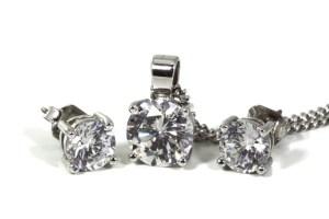 54e0d1405753ae01f7c5d578c129377e083edbe25255724f722b72 640 - Use These Great Tips When Buying Jewelry