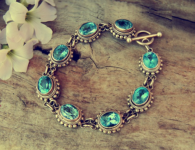 54e1d44a4c53ae14f6da8c7dda793278143fdef852547649772678d7904b 640 - Our Insider Jewelry Information Will Wow You