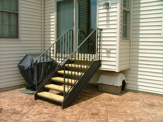 Stairs Finelli Ironworks   Exterior Wood Stair Treads   Anti Slip   90 Degree   Step   Solid Stringer   Deck
