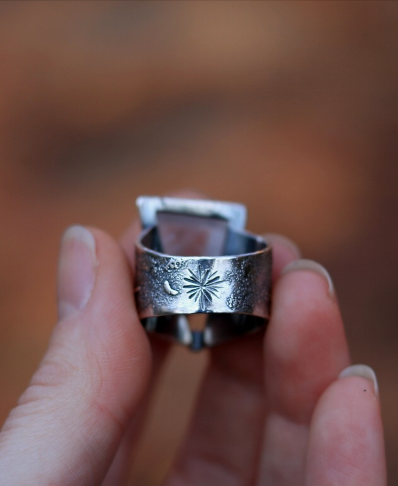 Big quartz ring with a snowflake on the back