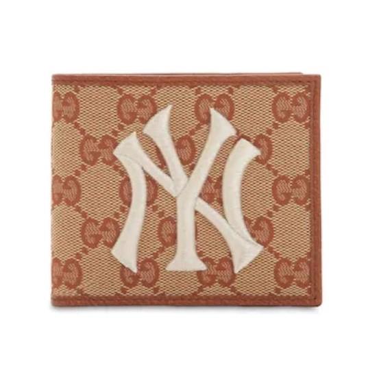 Presenttips till kille: Gucci new york plånbok