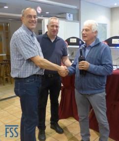 G. Leunk receives his award for Best Colour-fed Lizard from Marko Dielen & Hans Hermans)