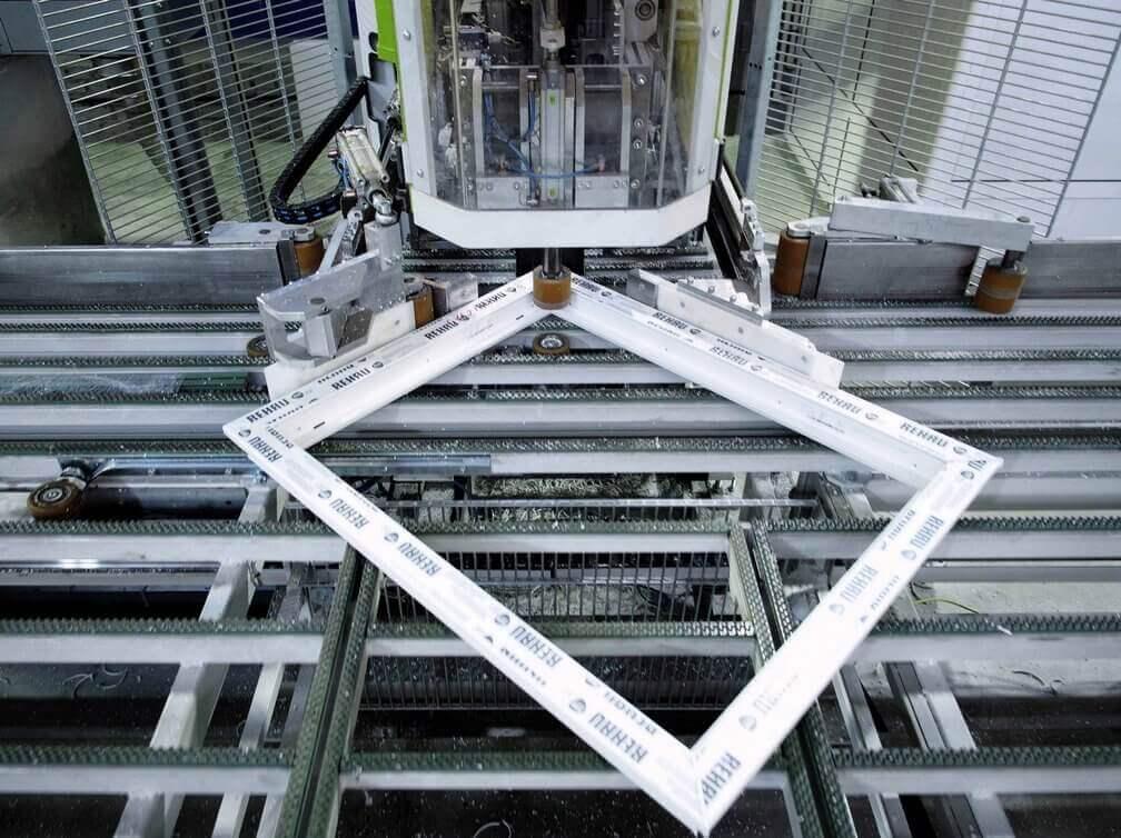 Выбор окон Финестрелли сборка на автоматическом оборудовании