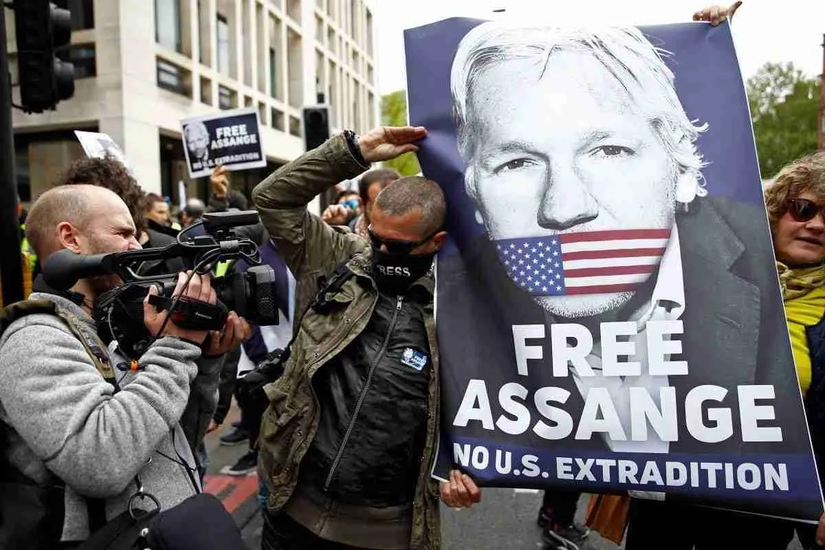 Swedish Prosecutors are Reopening the Rape Allegation Case Against Assange 7