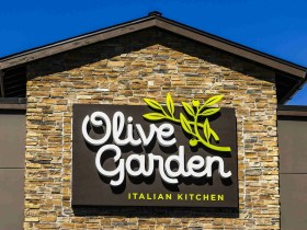 People are Boycotting Olive Garden over False Trump Campaign Donations 8