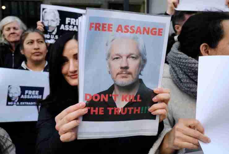 Julian Assange Dying in Prison ? 18