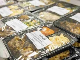 School Cafeteria Helps Kids In Need By Giving Them Leftover Lunch Food To Bring Home 9