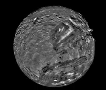 미란다 - 태양계에서 가장 이상한 천체