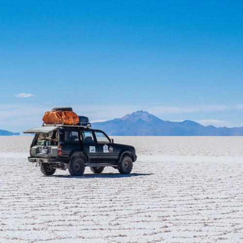 Jeep on the salt flats in the Salar de Uyuni in Bolivia