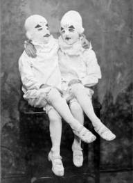 twins-miss-peregrines-home-for-peculiar-children
