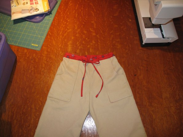 Sandbox Pants sewing pattern by Oliver + S as sewn by The Finished Garment