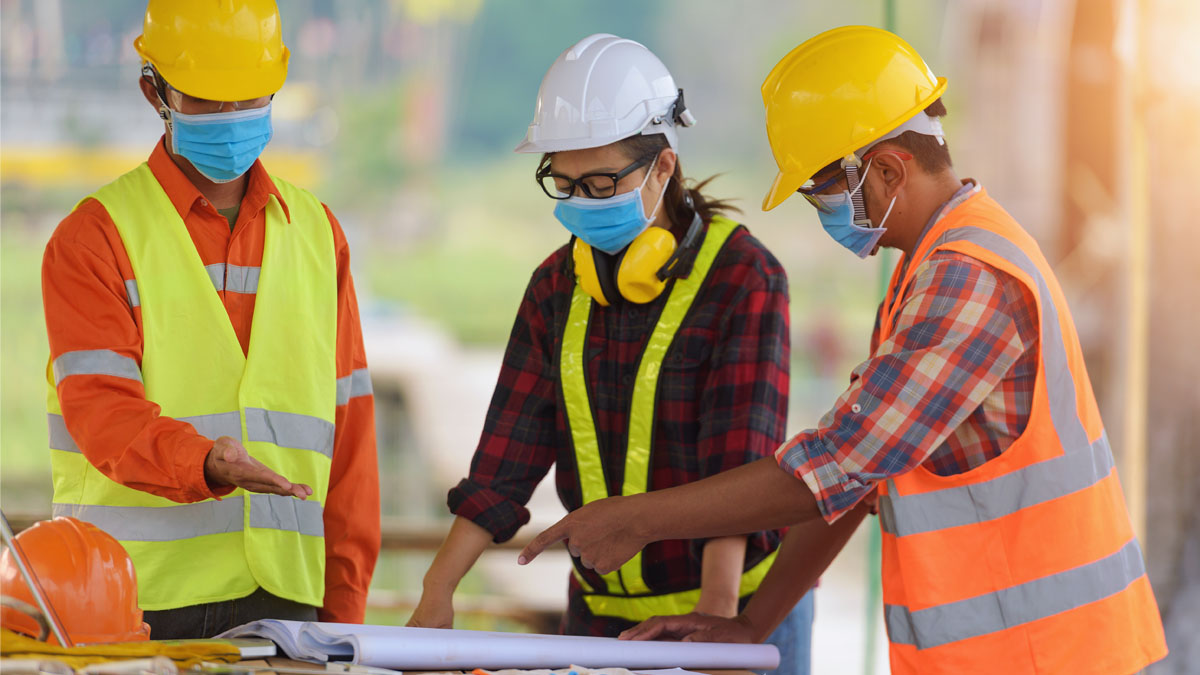 Construction workers discussing plan