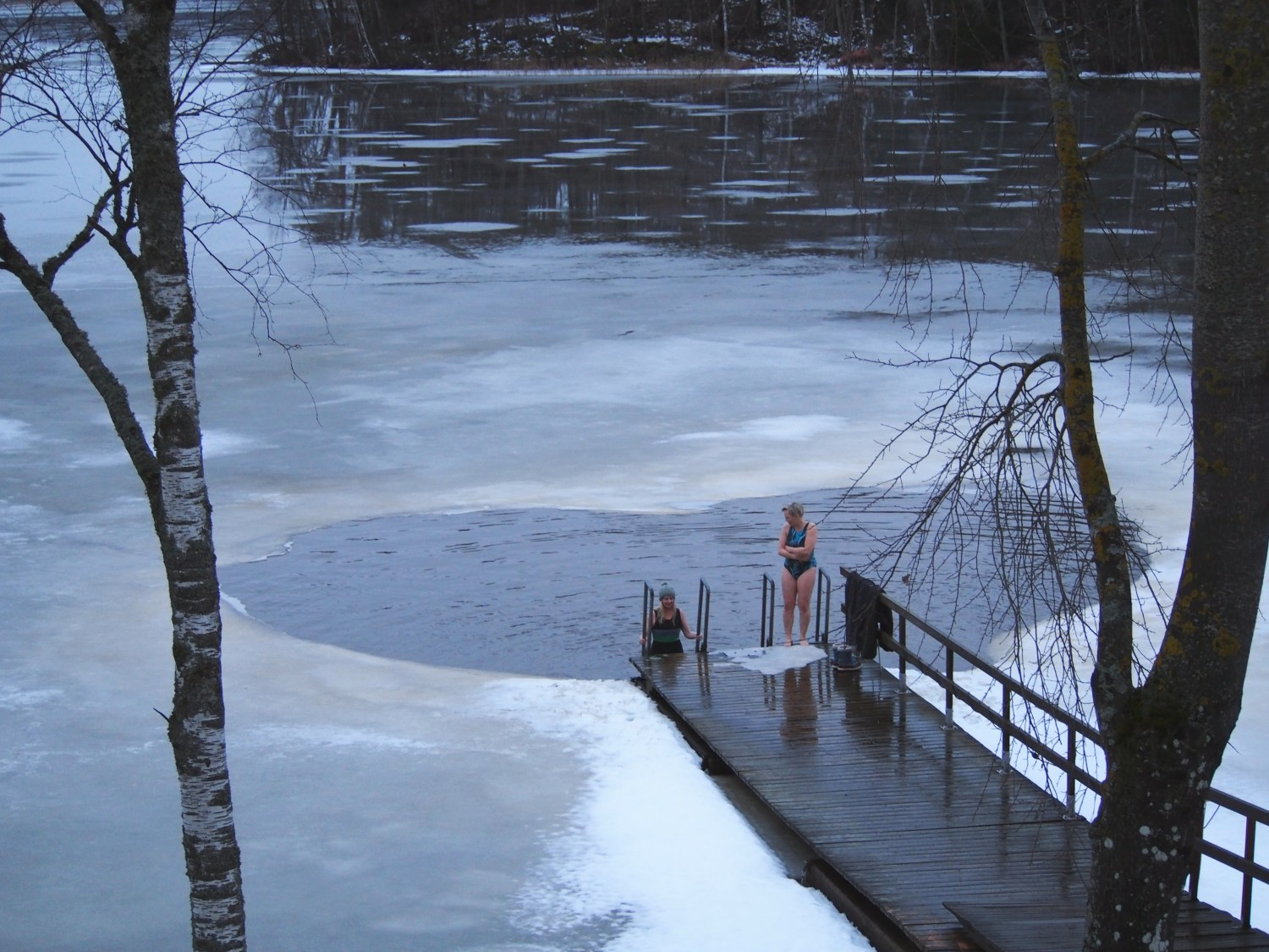 Wait, I'll do it again! Winter swimmers at Lake Lohja. Photo: Vivienne Rickman-Poole.