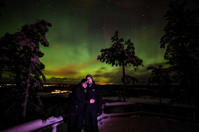 Wunderschöne Kulisse bei dem Foto von FinnTouch's Rene & Caro   Foto: Beyond Arctic