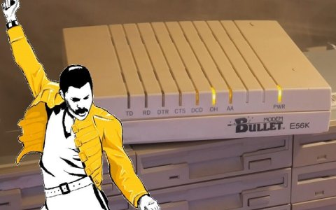 Bohemian Rhapsody interpretado por un array de disqueteras, discos duros, scanners e impresoras
