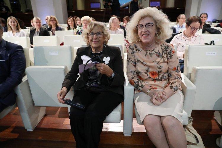 Manuela Carmena y la embajadora de Polonia son como ver juntos a Growlithe y Arcanine.