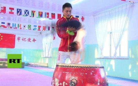 Los arduos entrenamientos de los niños de la escuela de artes marciales china
