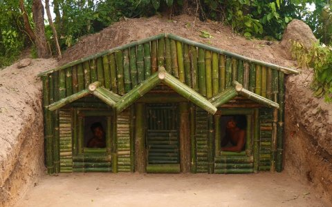 Primitive Technology indígena: Casa cueva con fachada de bambú